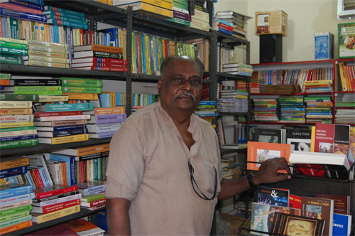 Mr Prabalam i Oasis bookstore